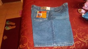New Wrangler men's shorts size 42 relaxed fit. in Alamogordo, New Mexico
