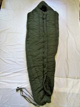 USGI Extreme Cold Weather Sleeping Bag -20 NSN 8465-01-033-8057 in Fort Sam Houston, Texas