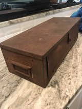 Antique Plomb Tool Box 9980 in Cleveland, Texas