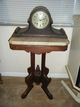 ANTIQUE NEW HAVEN MANTLE CLOCK in Fort Rucker, Alabama