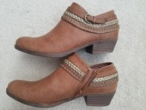 "Womens ""Sugar"" Ankle Shoes/Boots 7.5 in Sugar Grove, Illinois"