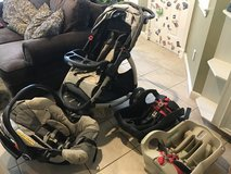 Graco Snugride 35 Classic Connect Travel System with extra base in Kingwood, Texas