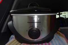 6 Quart Slow Cooker, used only a few times. Hamilton Beach in Okinawa, Japan