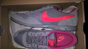 BRAND NEW WOMEN'S NIKE SNEAKERS SZ. 8 in Keesler AFB, Mississippi