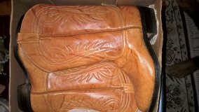 WOMEN'S  NICE COWBOY BOOTS SZ. 6 in Keesler AFB, Mississippi