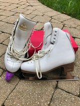 Figure/ice skates - Jackson Classique - women's size 7.5B (fits around women's 8.5-9) in Westmont, Illinois