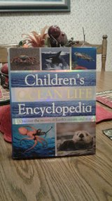 Children's Ocean Life Encyclopedia in Fort Polk, Louisiana