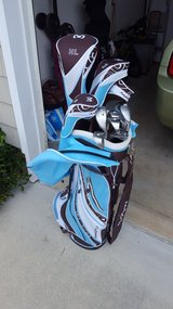Ladies Right Handed MAXFLI Golf Clubs in Camp Lejeune, North Carolina