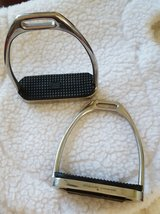 "Stubben 1100 Fillis English Stirrup Irons 5"" in Camp Pendleton, California"