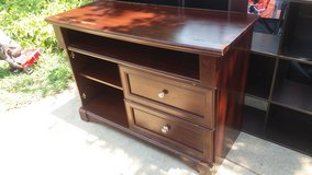 """Tv stand 47x20"""" 33"""" tall $35 in Fort Riley, Kansas"""