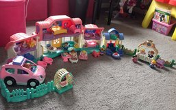 Little People House + Doll House + Car + Wedding area + extra lot in Fort Campbell, Kentucky