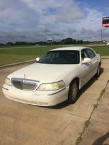 2003 LINCOLN TOWN CAR in Fort Rucker, Alabama