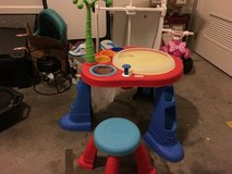 Little Tykes spin art table in Fort Campbell, Kentucky