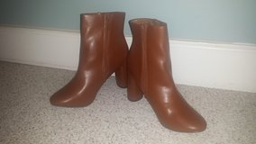 NEW!  Womens Shoes - Sleek Simple Ankle Boots Bootie - Size 8 in Naperville, Illinois