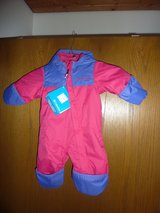 winter snow suit/ new never worn in Ramstein, Germany