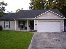 Three bed room 2 bath with 2 car garage, i in Camp Lejeune, North Carolina