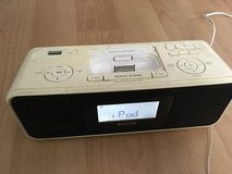 Philips IPod/iPhone Docking Station, FM, USB and 3.5mm input in Stuttgart, GE