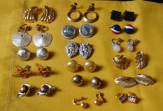 REDUCED Vintage Clip on Earrings 17 pair in Clarksville, Tennessee