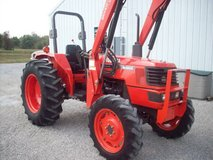 2005 Kubota M4900 4x4 with Loader and Bucket in Conroe, Texas