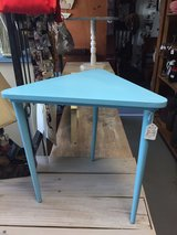 small triangle shabby Chic Table in Warner Robins, Georgia