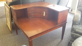 Vtg mahogany leather top corner end table in Bartlett, Illinois