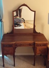 Wood Antique Bedroom Set Vanity Full Size Bed Dresser Chest of Drawers OBO in Lockport, Illinois
