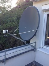 Solid 6 ft (1.1 m) satellite dish with Twin LNB, Wall mount, 10+ m Coaxial Cable in Stuttgart, GE