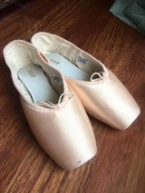 Bloch Axiom S0108L Pointe Shoes in Okinawa, Japan