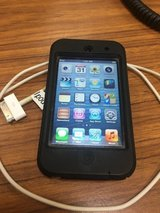 IPod touch 32gb (4th)/ Otter case in Chicago, Illinois