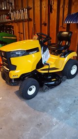 2016 Cubcadet XT1 Hydrostatic in Chicago, Illinois