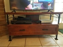 Tv stand w/ matching end table in Alamogordo, New Mexico