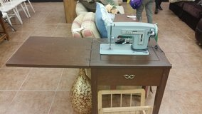 Singer sewing machine table in Lake Elsinore, California