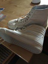 High top vans like new in Barstow, California