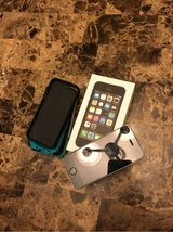 Iphone 5s perfect condition temper glass with cases and box Straight Talk phone in DeRidder, Louisiana