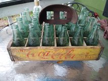 Vintage coca cola carrying case/with bottles in Beaufort, South Carolina