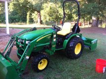 2007 John Deere 2520 4x4 tractor in Mayport Naval Station, Florida