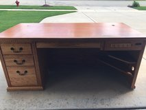 Office Oak desk in Sugar Grove, Illinois