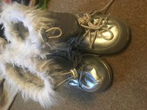 Girls size 1 boots in Fort Campbell, Kentucky