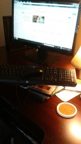 HP MONITOR & KEYBOARD w/ MOUSE - GREAT CONDITION in Travis AFB, California