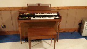 Lowery electric organ in Naperville, Illinois