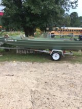 15 ft boat with 10 hp in Fort Polk, Louisiana