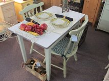 Small Kitchen Table With 2 Chairs 50s Stile At Twice As Nice Flea Market Booth # 605 in Camp Lejeune, North Carolina