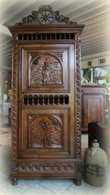 Superb Breton cabinet with shelves and beautiful hand carved ornaments in Stuttgart, GE