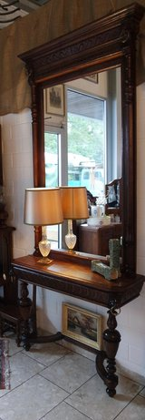 beautiful Renaissance style console table with matching mirror in Wiesbaden, GE