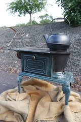 rare small cast iron stove - from renowned manufacturer in Belgium in Wiesbaden, GE