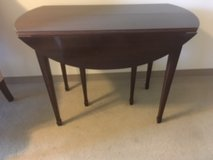 Large oval table in Bolingbrook, Illinois
