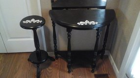 Wooden Vintage Entry or Hall Table w/Matching  Plant Stand in Batavia, Illinois
