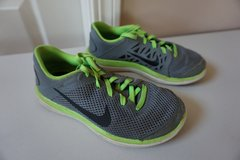 Boys Nike Gym Shoes Size 1 in Naperville, Illinois