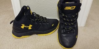 Boys Steph Curry under armour sneakers Sz 6.5 shoes in Fort Hood, Texas