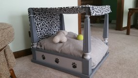 Four Poster Pet Bed with Canopy in Palatine, Illinois